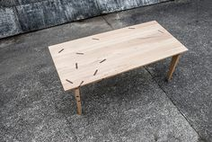 Table WIEF. A table with a graphic touch - chesnut / wallnut