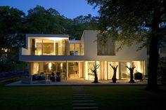 "Irregular White Residential ""Box"": Modern Villa Bilthoven in the Netherlands #architecture #modern"