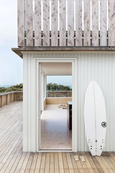 Crowsnest was Designed as a Home for Surfers / Red Architecture