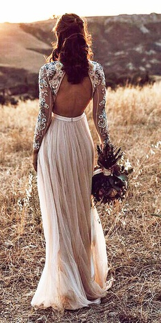 Lace back wedding dresses are timeless, classic and preciosity. Such backs are the most favorite among brides.