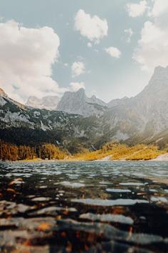 Autumn lake – Fall vibes in the Austrian mountains.