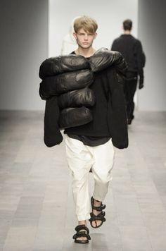 30 March 2011 - M O O D #fashion #model #hand