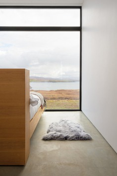 bedroom, Harlosh Black H / Dualchas Architects