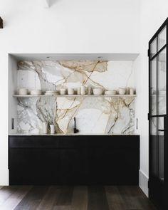 Marble slab kitchen backsplash. Hunters Hill House by Handelsmann + Khaw. © Felix Forest. #marble #backsplash
