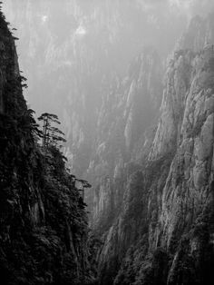 L E N S C R A T C H: Photolucida: Jon Wyatt: Huangshan Ltd #photography #landscape #black and white #mountains #valley #mist