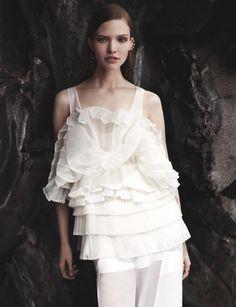 Sasha Luss by Josh Olins for Vogue China #model #girl #ashion #photography #fashion