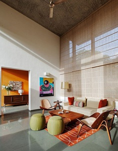 This Bangalore House Featuring Mid-Century Classics Furniture and Contemporary Art 7