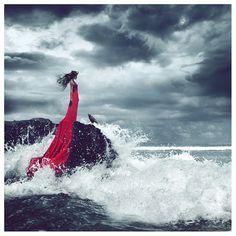 photo #ocean #mori #red #girl #cloud #wave #storm #crow
