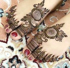 Arabic flower henna pattern - legs