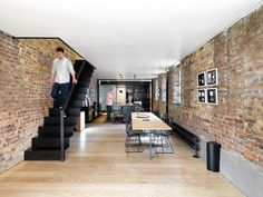 Roman Road Gallery – Renovation of a House Connected to an Art Gallery