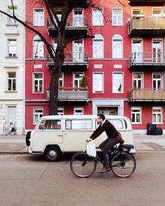 #facadesandcars: Stunning Street Photography by Gregor Klar