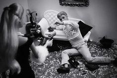 Widelec.org - Video & Photo Blog - Zdjęcia - Odjechane - Prawdziwe życie lalek Barbi by Mariel Clayton #white #photo #doll #black #and