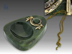 Table bell/table bell: very rare table bell is made of nephrite, Gold, and silver, possibly FABERGÉ, circa 1900, with original box