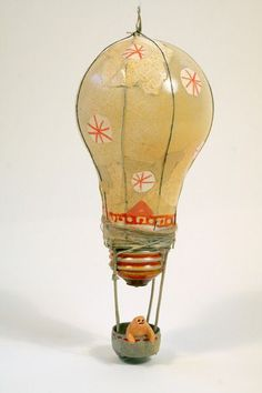 Reusing old lightbulbs. Amazing! #balloon #recycling #lightbulb