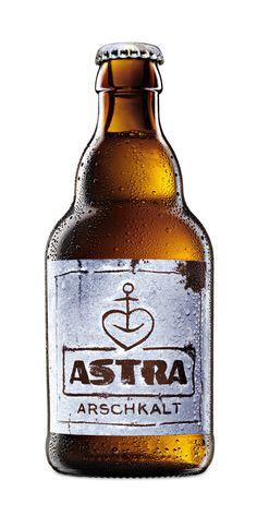 Carlsberg Group - Endlich wird's wieder Arschkalt: der limitierte Verkaufsknaller von Astra ist zurück. #beer #beerpackaging #beverage #branding #packaging