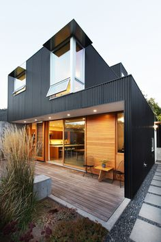 Low-Maintenance and Modern Version of a Traditional Seattle House 2