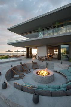 Green Walls Embellish Dramatic Luxury Home Overlooking the Pacific