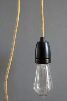 vintage-style-porcelain-light-fitting-black-with-gold-flex-6128-p.jpg 400×600 pixels #modern #design #retro #minimalism #lighting