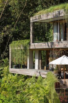 Villa Chameleon Features Breathtaking Views in the Balinese Jungle 1