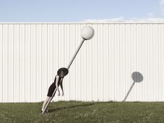 ©Charlotte Ortholary - Fotografía | Photography #lamp #white #grass #photography #hat #pole #wall #art #surreal #lean