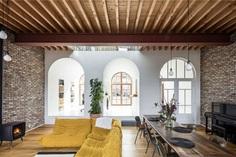 House Built Around a 19th-Century Facade - InteriorZine