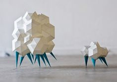 ːdːoːeːsː #polygon #sculpture #paper