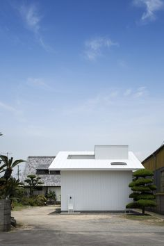Courtyard of Kudamatsu by Container Design #minimalist #architecture #house #minimalism
