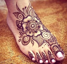 Floral mehndi designs for legs