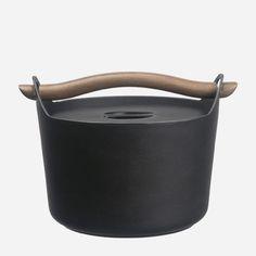 Iittala - Tuotteet - Ruoanvalmistaminen - Sarpaneva - Pata 3,0 l, puukahva #frying #kitchen #design #pan