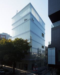 "Image Spark Image tagged ""sanaa"", ""tokyo"", ""architecture"" dmciv #sanaa #glass #towers #tokyo #architecture #japan #facades"