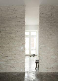 White entrance #interior #house #modern #rustic #architecture #studio #art #paintings #artist