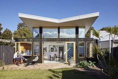 Glide House: Sun-Filled Creative Home by Ben Callery Architects