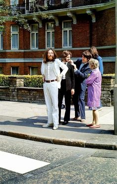 Rare Shots of the Abbey Road Cover Photo Session » Design You Trust – Design Blog and Community #beatles #abbey #photoshoot #road #the #scenes #behind