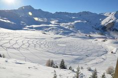 Simon Beck land art in France #3d #his #france #each #pai #snow #is #there #the #it #creating #and #art #when #artis #winter