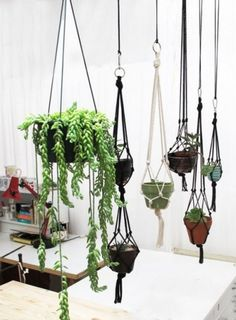 Portavasi sospesi fai da te: idee da copiare | Community Garden #interior design #garden #plants #hanging