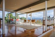 Buff & Hensman Midcentury Home living room. The post-and-beam construction is beautifully complemented by walls of glass which frame the home's breathtaking panoramic views.