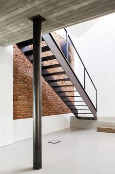 Black metal staircase. U V House by O A S I architects. © Stefania Matteo. #staircase #industrial #metalstaircase