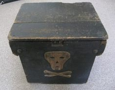 Folk-Primitive-Vintage-Art-Objects / 19th Century Skull & Crossbones Wooden Box #skull #primitive #box