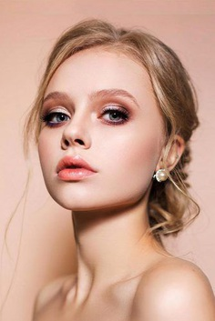 Looking for ideas for an autumn bridal look? In our gallery you'll find glamorous fall wedding makeup inspiration, and be sure, you'll definitely like it.