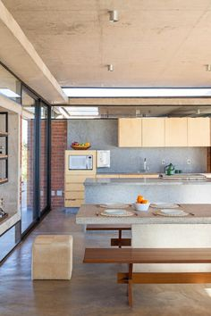 Modern Brazilian Home Embracing Transparency and Open Spaces 8