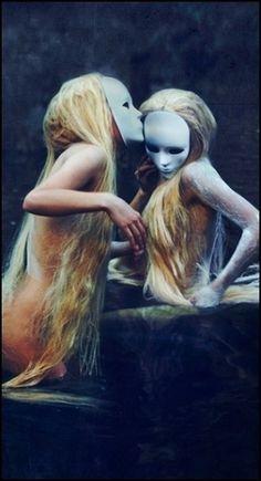 41klwx.jpg 304×561 pixels #mask #blonde #kiss