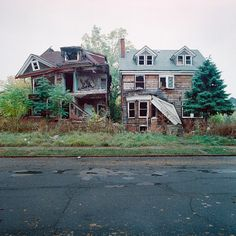 100 Abandoned Houses on the Behance Network #houses #abandoned #photography