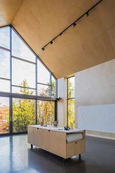A Contemporary Garage that Turns Into a Suspended Artist Workshop 9
