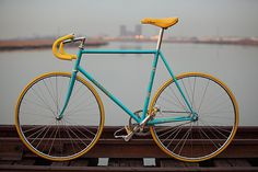 rrrround! | Exceptional Bicycles #blue #style #yellow #bike