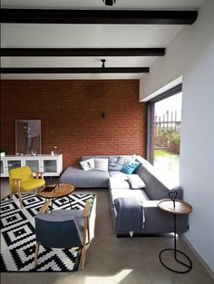 Fence House – a Contemporary Interpretation of the Traditional Style