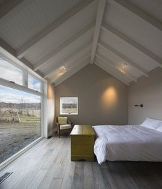 This Barn-Inspired Home Expresses Typical Farmhouse Elements in New Ways 7