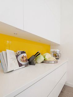 11 Rooms with Sunshine y Bright Spots Photo #interior #design #yellow #decor #kitchen #deco #decoration