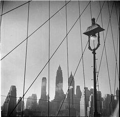 MNY26482.jpg (JPEG Image, 563x550 pixels) #white #city #black #and #york #bridge #david #robins #skyline #brooklyn #new