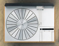File:B&O Beogram 4000.jpg - Wikipedia, the free encyclopedia #design #player #clean #simple #wood #record #industrial #metal #modernist