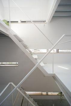 Stairwell. Minamisenzoku House by Kobayashi 401 Design Room. #kobayashi401designroom #stairwell #minimal